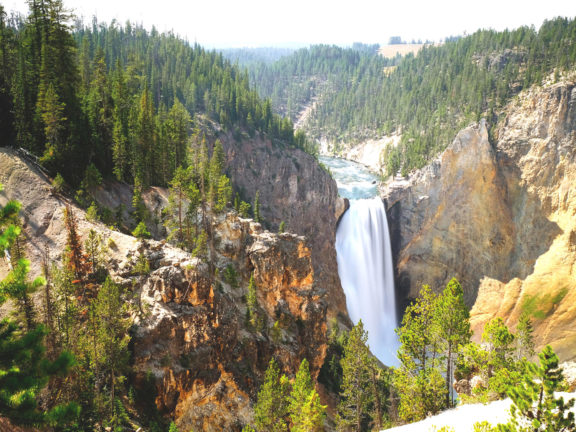 Yellowstone National Park Tours, Hotels, Camping, Lodging, Location - Travel Guide in USA