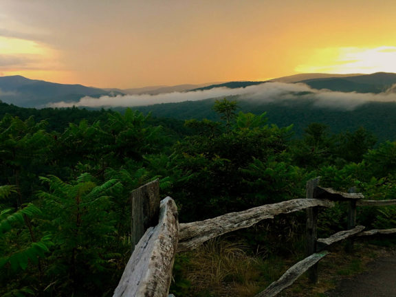 Great Smoky Mountains National Park Tours, Hotels, Restaurants, Camping - Travel Guide in USA