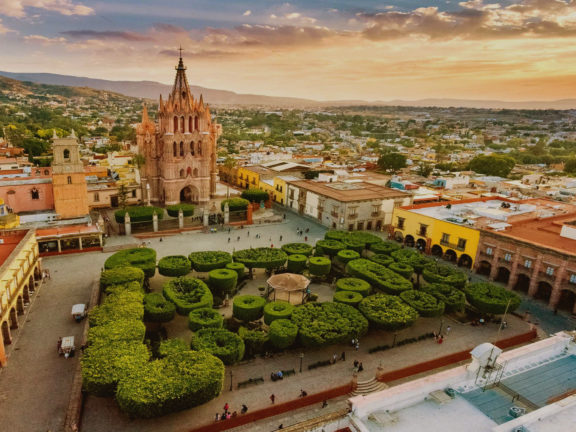 San Miguel de Allende Tours, Restaurants, Hotels, Foods, Weather & Location - Travel Guide in Mexico